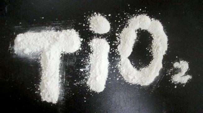 تیتانیوم دی اکسید با نام تجاری تیتان، یکی محصولات پرکاربرد در صنایع رنگ و پیگمنت، مستربچ، پی وی سی و ... است.