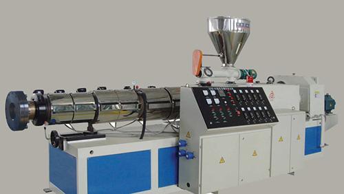یکی دیگر از انواع اکسترودرها، اکسترودر دو ماردونه است. این دستگاه معمولاً به دستگاه اکسترودر ماردونه دوقلو معروف است