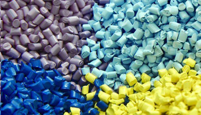افزودنی های پلیمری یا ادتیو به موادی گفته میشود که در درصدهای پایین به پلیمرهای مختلف برای بهبود خواص مورد نظر مانند اصلاح فرآیند پذیری، افزایش مقاومت حرارتی، افزایش مقاومت در برابر خش، ضربه و... اضافه میشوند.