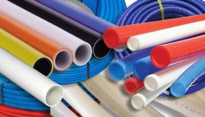پلی اتیلن شبکهای (PEX) یا پلی اتیلن کراسلینک شده، یک ماده پلاستیکی اصلاح شده از پلیاتیلن با چگالی متوسط یا بالا است و دارای ویژگیهای بهبود یافته مانند مقاومت در برابر حرارت بالا و مقاومت تنش محیطی (ESCR) و پایداری طولانی مدت است که آن را به گزینهای عالی برای استفاده در خطوط گرم و سرد تبدیل میکند، ولی بزرگترین عیب این پلیمر، عدم سرویس دهی و کارایی در دماهایی بالاتر از ۶۰ درجه سانتیگراد است