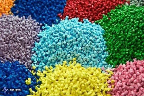 يكي از عوامل تأثيرگذار در افزايش كيفيت گرانول، رنگي است كه براي توليد گرانول به آن افزوده ميشود. يكي از نكات مهم اين بخش اين است كه هرچه رنگي كه براي گرانولها مورد استفاده قرار ميگيرد شامل طيف رنگهاي متعددي باشد (رگههاي مشكي رنگ در آن ديده شود)، كيفيت گرانول توليدي نيز به نسبت آن كاهش خواهد يافت وهرچه اين رنگ به بي رنگي نزديكتر باشد كيفيت محصول افزايش مييابد.